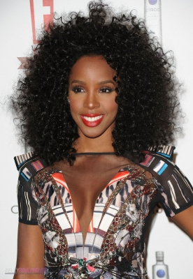Kelly sort son afro - Photo coiffure de star