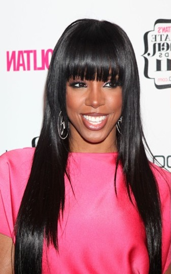kelly rowland longue frange et cheveux glossy photo coiffure de star. Black Bedroom Furniture Sets. Home Design Ideas